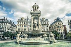 Квадрат Jacobins и красивый фонтан стоковые фотографии rf