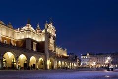 квадрат krakow главным образом Польши залы ткани стоковые фотографии rf
