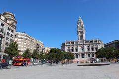 Квадрат Liberdade с памятником короля Питера IV и здание муниципалитет Порту, Порту, Португалия Стоковое Изображение RF