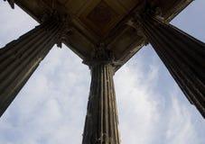 квадрат nimes дома европы Франции колонок римский стоковые фото