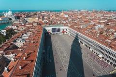 Квадрат ` s St Mark от вершины башни колокольни в Венеции, Италии Стоковая Фотография RF
