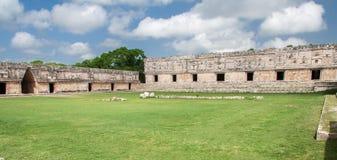 квадрат uxmal yucatan nunnery Мексики Стоковая Фотография