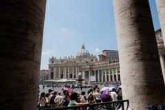 квадрат vatican святой peter rome s толпы города Стоковое Изображение