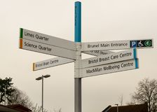Квартал b Brunel знака направления больницы Бристоля Southmead Стоковая Фотография RF
