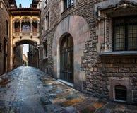Квартал Barri готические и мост вздохов в Барселоне, Каталонии Стоковые Изображения