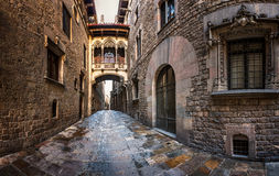 Квартал Barri готические и мост вздохов в Барселоне Стоковое фото RF