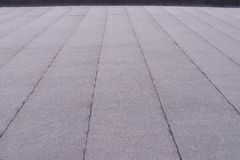 Квартира отделала поверхность покрытие крыши Нагревая и плавя толь битума чувствовал картину предпосылки стоковые изображения