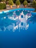 Квартиры праздника с бассейном Стоковое фото RF