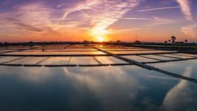 Квартиры соли Авейру на заходе солнца стоковые фотографии rf