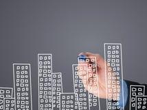 Квартиры чертежа руки бизнесмена на визуальном экране Стоковое Изображение RF
