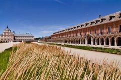 Квадрат и здания королевского дворца исторический в Аранхуэсе, Испании Стоковое Изображение RF