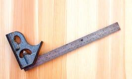 Квадрат металла установленный на древесине Стоковая Фотография RF
