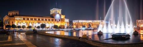 Квадрат республики с фонтанами танцев в Ереване, Армении Стоковые Фото