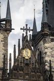 Квадрат старого городка и готические башни церков нашей дамы Стоковая Фотография