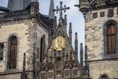 Квадрат старого городка и готические башни церков нашей дамы Стоковое Изображение