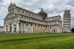 Квадрат чудес в Пизе стоковая фотография