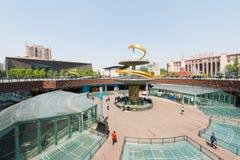 Квадрат Чэнду Tianfu с голубым небом стоковое изображение rf