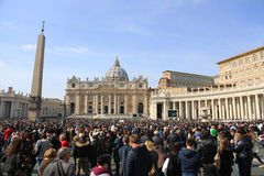 Квадрат St Peter s, аркада Сан Pietro, государство Ватикан Стоковые Фотографии RF