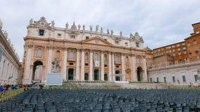 Квадрат St Peters в Риме с взглядом над базиликой St Peters стоковые изображения rf