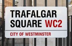 Квадрат Trafalgar подписывает внутри Лондон стоковые фотографии rf