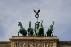 Квадрига на верхней части строба Brandenbrurg в Берлине, Германии стоковое фото rf