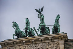 Квадрига статуи на стробе Бранденбурга в Берлине Стоковое Изображение RF