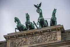 Квадрига статуи на стробе Бранденбурга в Берлине Стоковое Фото