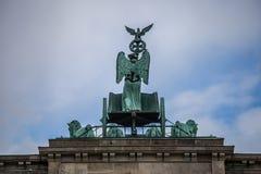 Квадрига статуи на стробе Бранденбурга в Берлине Стоковое фото RF