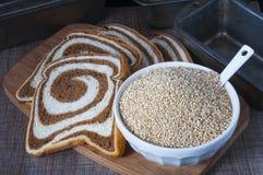 Квиноа хлеба и хлопьев Стоковое Изображение