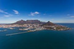 Кейптаун Ariel горы & города таблицы стоковое фото rf