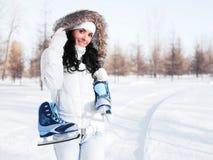 кек льда девушки идя к Стоковые Изображения RF