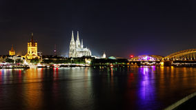 Кельн на панораме ночи стоковое фото