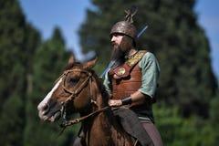Кельтские верховые лошади рыцаря в традиционном костюме стоковая фотография