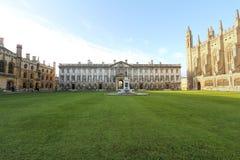 КЕМБРИДЖ, АНГЛИЯ - 6-ОЕ ДЕКАБРЯ 2011: Историческое здание коллежа короля в Кембридже, Англии Основанный в 1441 королем стоковые изображения rf