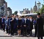 Кембридж Великобритания, 27-ое июня 2018: Кембридж: Студент колледжа l троицы Стоковая Фотография