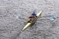 Кембридж участвует в гонке в голове двойников людей регаты Чарльза мастерских Стоковые Фото