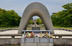 Кенотаф на парке мира Хиросимы мемориальном Стоковая Фотография RF