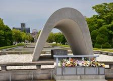 Кенотаф на парке мира Хиросимы мемориальном Стоковая Фотография