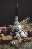 Керамическая бутылка с стопками Стоковое Изображение