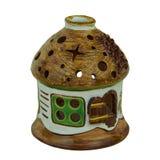 Керамическая глина подсвечника handmade в небольшом доме Изолированный дальше Стоковые Фото