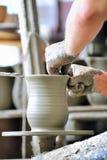керамическая делая ваза Стоковое фото RF