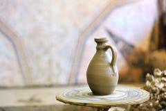 керамическая делая ваза Стоковые Фотографии RF