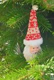 Керамическая игрушка Санта Клаус рождества на рождественской елке Стоковое Изображение