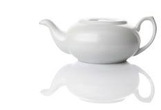 керамическая изолированная белизна чая бака Стоковые Изображения
