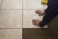 керамическая плитка установки Стоковые Фотографии RF