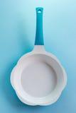 керамическая сковорода стоковое изображение