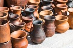 керамические вазы Красная и коричневая глина Стоковые Изображения RF