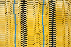 Керамические плитки в стоге на строительной площадке с совершенно новым стоковые изображения rf