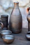 Керамические темные кувшин, шары и кружки Стоковое фото RF