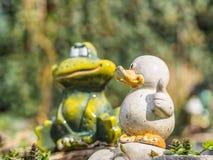 Керамические утка и лягушка Стоковые Фотографии RF
